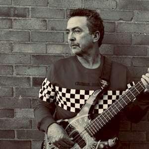 Tony Lewis, vocalista do The Outfield, morre aos 62 anos