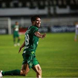 Lucas Tocantins comemora primeiro gol pela Chapecoense: ...