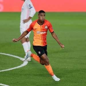 Com gol e assistência, Tetê brilha na vitória do ...