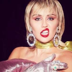 Miley Cyrus diz que foi perseguida por disco voador