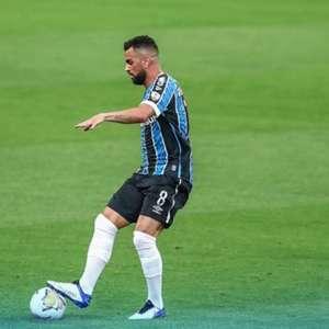 Nos minutos finais, Grêmio marca com Diego Souza e ...