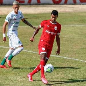 Após passagem no futebol europeu, atacante quer acesso ...