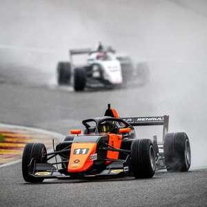 Com largada decisiva, Colapinto vence corrida 1 da ...