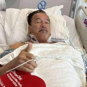 Arnold Schwarzenegger tranquiliza fãs após cirurgia no ...