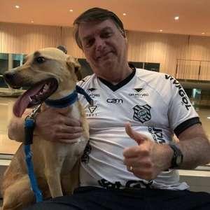 """Bolsonaro brinca sobre vacina: """"Obrigatória só no Faísca"""""""