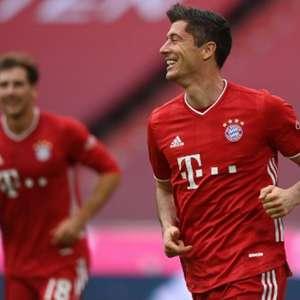 Lewandowski dá show, Sané entra e marca e Bayern goleia ...