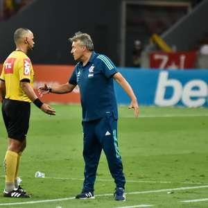 "Braz ironiza árbitro de Fla x Inter: ""Perdi minha carteira"""