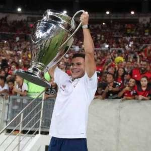 Meia viaja para reforçar o Flamengo contra o Athletico na Copa do Brasil
