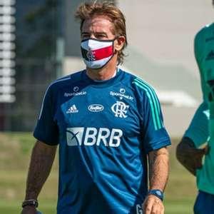 Flamengo treina no CT do Grêmio; auxiliar explica permanência no Sul