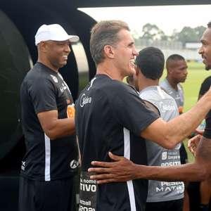 Jô ainda é dúvida e Corinthians pode continuar atuando ...