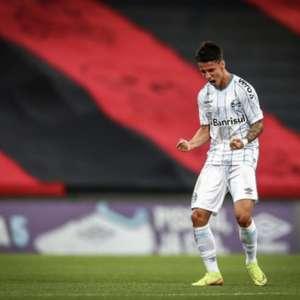 Entrando no segundo tempo, Ferreira volta a ser decisivo para o Grêmio