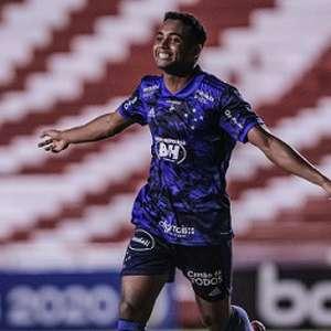 Airton celebra primeiro gol pelo Cruzeiro e como ...