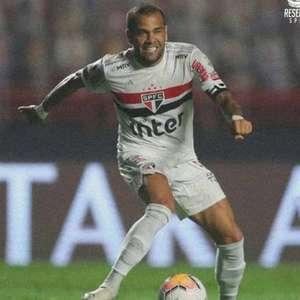 """Daniel Alves rebate críticas em rede social com ironia: """"Só joga porque é dono do São Paulo"""""""
