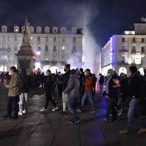 Cidades italianas fazem novos protestos contra regras ...