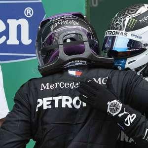 Hamilton destaca Bottas e se diz grato a companheiros de equipe por recordes na F1