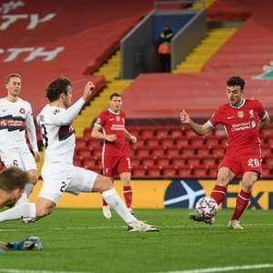 Liverpool derrota o Midtjylland e segue 100% na Liga dos ...