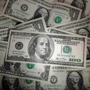 Dólar fecha em máxima desde maio com aversão a risco ...