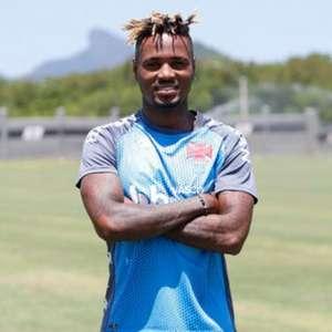 Vasco anuncia a contratação do atacante Gustavo Torres