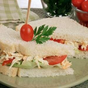 Sanduíche natural com frango desfiado: praticidade e sabor!