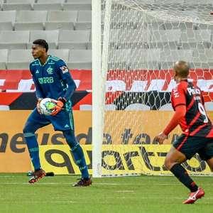 Hugo Souza corresponde à aposta, e Flamengo cumpre pedido de Dome