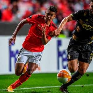 Benfica joga bem, vence o Standard Liège e segue 100% na ...