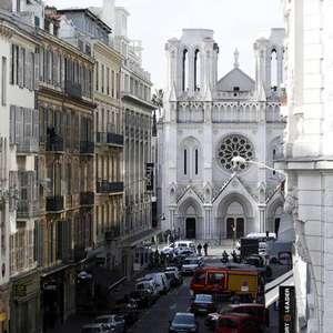 """Ataque """"semeou morte em lugar de amor"""", diz Vaticano"""