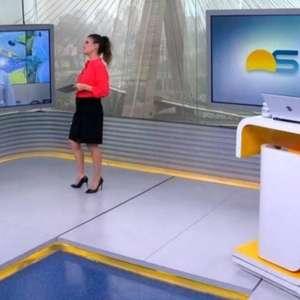 Repórter chama Sabina Simonato de Gloria Vanique ao vivo