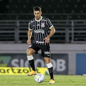 Em recuperação no Corinthians, Avelar exerce lado ...