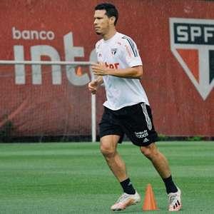 Hernanes treina com o elenco e pode jogar contra o Fla; ...