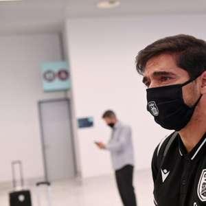 Em prantos, Abel Ferreira se despede de elenco do PAOK