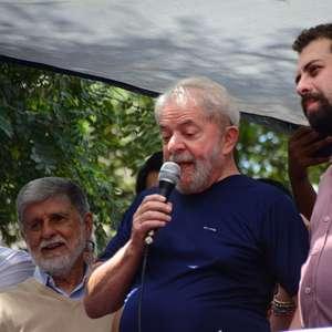 Boulos lança frente com apoio de Lula e Ciro contra Covas