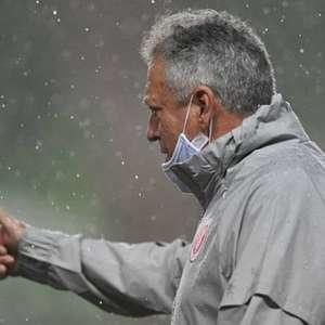 Abel Braga isenta grupo do Inter de culpa por eliminação: 'Mereciam sorte melhor'