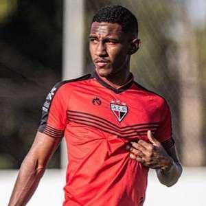 Flamengo acerta a contratação do lateral-direito Luan Sales, do Atlético-GO