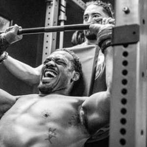 Jon Jones mostra preparação para tentar chegar aos 120kg e subir de categoria