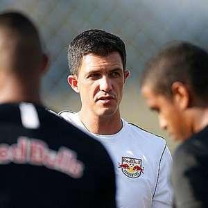 Sem capitão, Bragantino recebe Bahia em busca da segunda vitória seguida