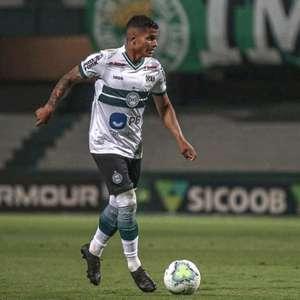 Após estreia no Coritiba, Mailton quer ajudar o clube a 'subir na tabela'