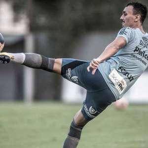 Santos pode ter time misto diante do Athletico; veja possível escalação