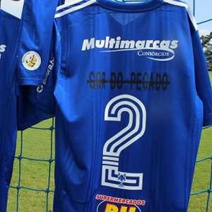 Em ação do Dia da Consciência Negra, Cruzeiro 'risca' do uniforme termos racistas usados no dia a dia