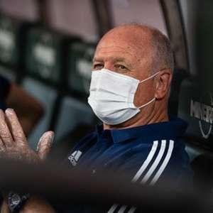 Falhas de criação do Cruzeiro irritaram Felipão no empate com o Figueirense no Mineirão