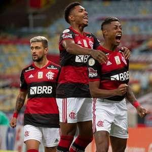 Flamengo vence o Coritiba no Rio e dorme líder do Brasileiro