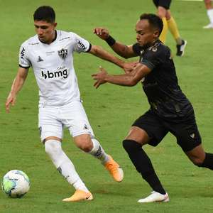 Com um a menos, Atlético-MG empata com o Ceará e segue líder