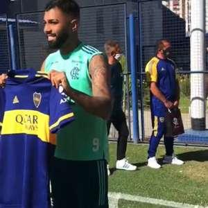 Fla na Argentina: Bruno Henrique assina camisa do River Plate e Gabigol recebe camisa de Tévez