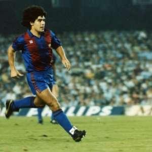 VÍDEO: Relembre a estreia de Maradona pelo Barcelona em 1982