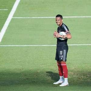 São Paulo enfrenta o Ceará podendo chegar à liderança do ...