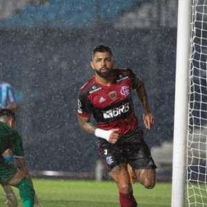 Após gol e substituição, Gabigol tranquiliza torcida e ...