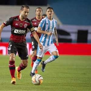 Em desembarque do Flamengo no Rio, Everton Ribeiro ...