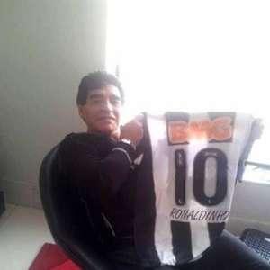 Duranre a Copa de 2014, encontro de dois gênios no Mineirão: Maradona e Ronaldinho Gaúcho