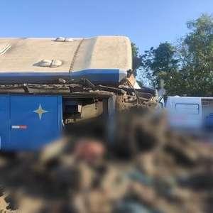 Colisão entre ônibus e caminhão deixa ao menos 22 mortos ...