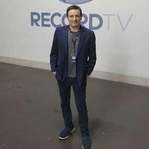Roberto Cabrini estreia na Record TV com reportagem ...