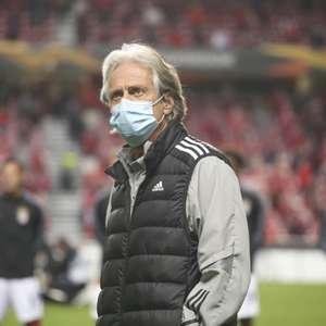 Benfica empata de forma heroica e embola disputa no grupo D